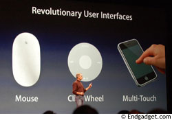 Steve Jobs muestra los tres tipos de interfaces que se han creado en Apple: el mouse, la rueda del iPod y la pantalla con Multi-Touch del iPhone